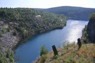 Der See des Schieferbruchs.