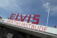 Pause in Elvis' Bratwurstbude.